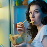 Gece geç saatte atıştırmanın 7 nedeni