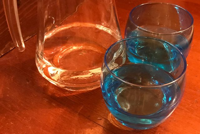 Su içerek göbek yağlarını eritmenin püf noktaları