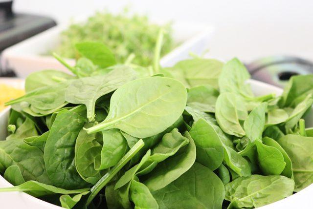 Kilo korumak isteyenler için ıspanaklı siyah pirinç salatası