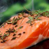 Sağlıklı yağ kaynağı çilekli somon balığı tarifi