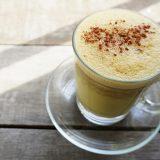 Bağışıklık sistemini güçlendiren zerdeçal latte