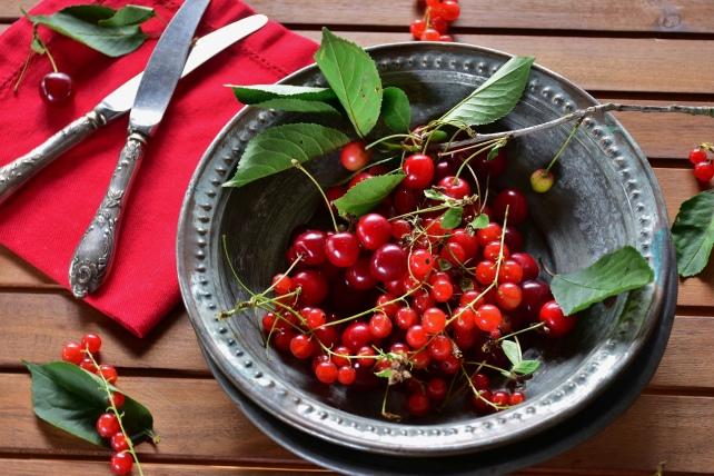 sour-cherries-3489360_1920-1.jpg