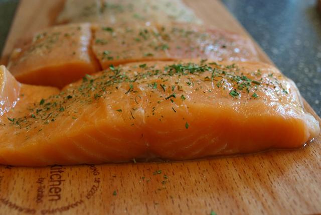 Omega 3 kaynağı somon balığının sağlıklı cilt için faydaları