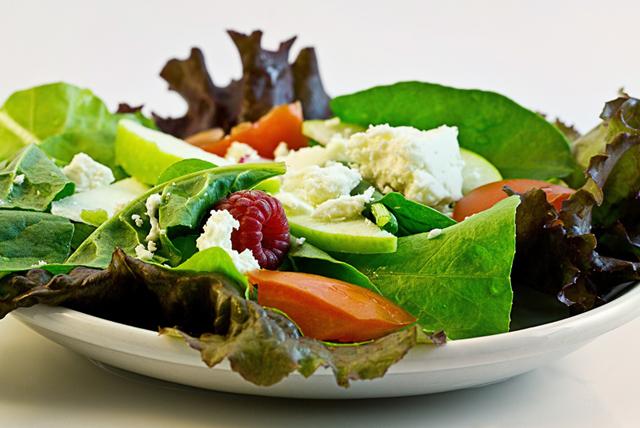 Kilo aldırmayan sağlıklı bir salata hazırlamanın yolları
